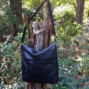 Relic Black Large Crossbody Handbag EUC!